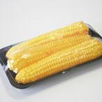 упаковка кукурузных початков на лотке в пленку